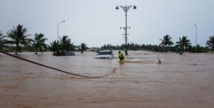Umman'da fırtına ve yağışlar hayatı felç etti