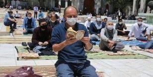 Eyüpsultan Camii'nde 74 gün sonra cuma namazı böyle kılındı