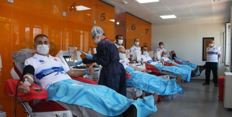 'Sarayburnu Fatihleri' Kızılay'a kan bağışında bulundu