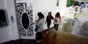 Güvenlik kameralarına yakalanan altın hırsızları yakayı ele verdi