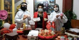 Sığınmacılar Kovid-19 ile mücadele için maske ve sabun üretiyor