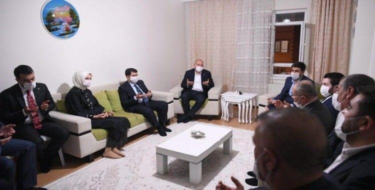Bakan Soylu'dan, Barış Çakan'ın ailesine taziye ziyareti