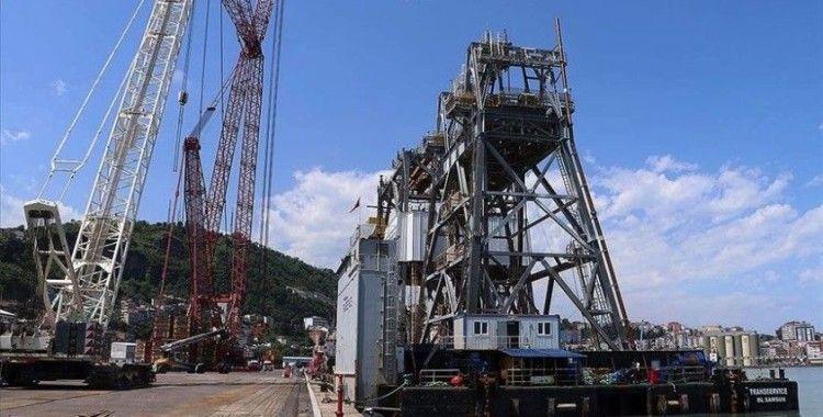 Türkiye'nin ilk yerli sondaj gemisi Fatih'in sökülen parçaları Trabzon'a getirildi