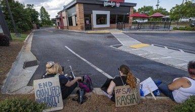 ABD'de protestocular, Brooks'un öldürüldüğü restoranı ateşe verdi