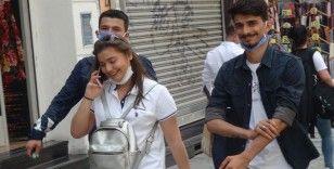 Taksim'de vatandaşlar yine maske ve sosyal mesafe kuralına uymadı