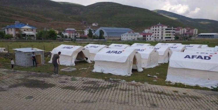 Bingöl Karlıova'da tedbir amaçlı çadırlar kuruldu