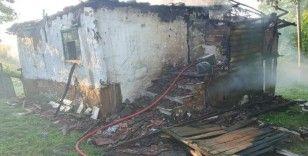 Buzdolabı patladı, çıkan yangında ev kullanılamaz hale geldi