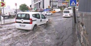 Başakşehir'de sağanak yağış etkili oluyor