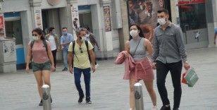 Kısıtlamanın bitmesiyle vatandaşlar Taksim Meydanı'na akın etti