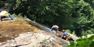 40 metre yükseklikteki şelalede selfie çekerken aşağıya düştü