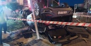 Eyüpsultan'da otomobil İETT otobüsüne çarptı, çocuklar ölümden döndü