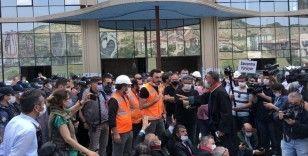 Şantiye alanında oturma eylemi yapan baro başkanlarına işçilerden tepki