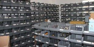 İzmir'de villaya kaçak elektronik sigara baskını