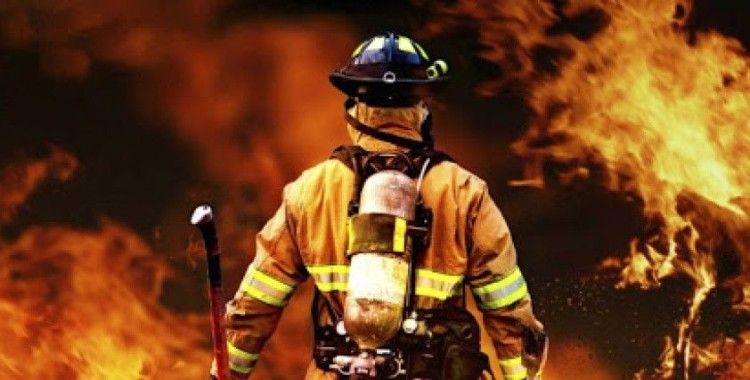 Sarıyer'de 4 katlı binanın çatısı alev alev yanıyor