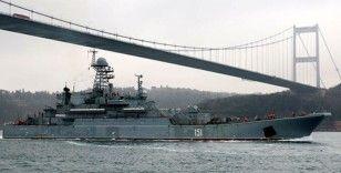 Rus savaş gemisi İstanbul Boğaz'ndan geçti