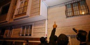 Sultangazi'de 3 bina çatlaklar nedeniyle boşaltıldı