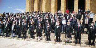 Ankara'ya girişine izin verilen Baro başkanları Anıtkabir'de