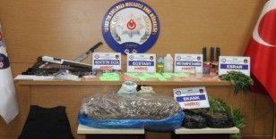 İzmir'deki dev uyuşturucu çetesi operasyonuna 800 polis katıldı