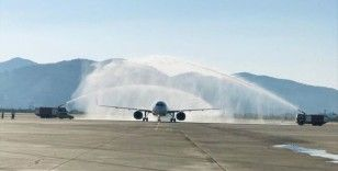 Milas-Bodrum Havalimanı'na Almanya'dan gelen ilk uçak 'su takı' töreniyle karşılandı