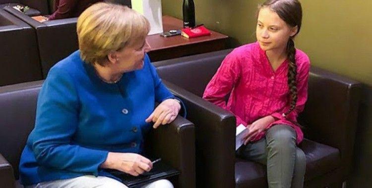 Greta Thunberg: Dünya liderleri iyi gözükmek için benimle selfie çekme kuyruğuna giriyor