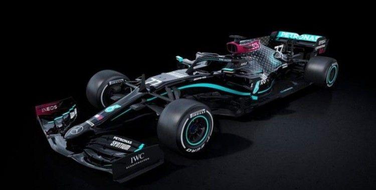Mercedes Formula 1 araçlarını ırkçılığa ve ayrımcılığa karşı siyaha boyadı