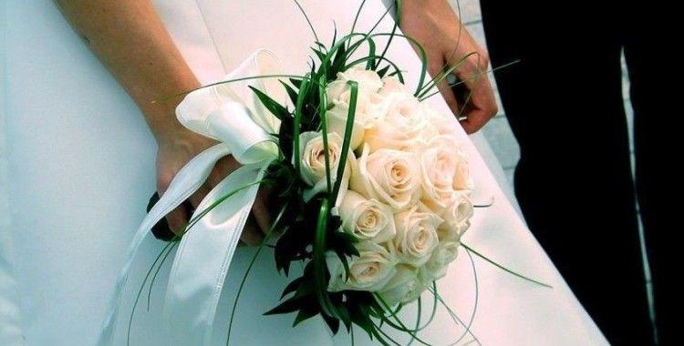 İzmir'de düğünler Kovid-19 tedbirleriyle yapılmaya başladı