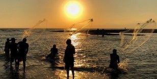 Gün batımında balık avı keyfi