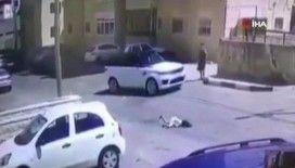 Filistin'de karşıdan karşıya geçen 2 küçük kıza cip çarptı