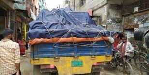 Bangladeş'te işsiz kalan binlerce kişi başkenti terk ediyor