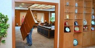 Beylikdüzü Belediye Başkanı makam odasının kapısını söktürdü