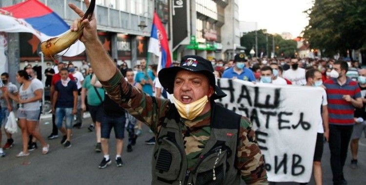 Sırbistan geneline yayılan hükümet karşıtı gösteriler sürüyor