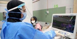 İran'da Kovid-19 nedeniyle 138 sağlık personeli hayatını kaybetti