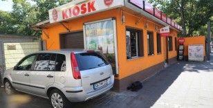 Irkçı Alman, Azerbaycan vatandaşının arabasını kundakladı