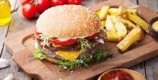 İngiltere: Abur cubur reklamları yasaklanacak, kalori etiketleri gelecek