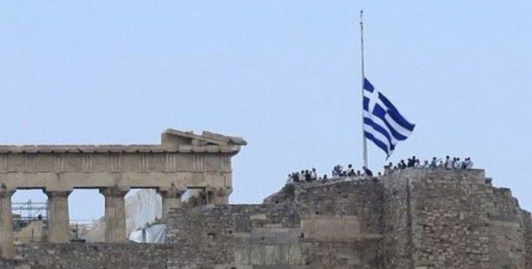 Yunanistan'da bayraklar yarıya indirildi