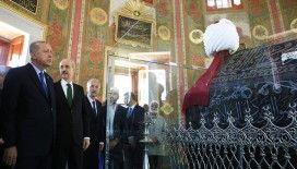 Erdoğan ve Bahçeli Fatih Sultan Mehmet türbesinde