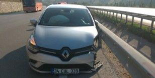 Samsun'da otomobil bariyere çarptı: 2 yaralı