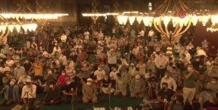 Ayasofya Camii yatsı namazında da doldu taştı