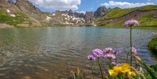 'Yüksekova Alpleri'ndeki Sat Buzul Gölleri eşsiz doğasıyla ziyaretçilerini ağırlıyor