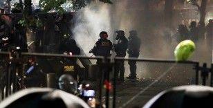 Portland'daki gösterilerde ABD bayrağı yakıldı
