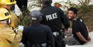 ABD'de protestocu polisi yere yıktı