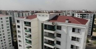 Diyarbakır'da temmuz ayında yağmur yağdı, binaya yıldırım düştü