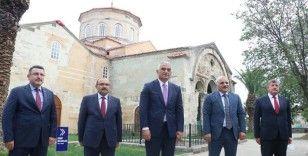 Bakan Ersoy Trabzon'daki Ayasofya Camisi'nde incelemelerde bulundu