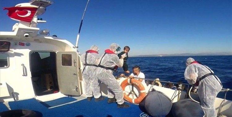 Türk kara sularına itilen 126 sığınmacı kurtarıldı