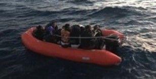 Yunanistan tarafından ölüme terk edilen göçmenleri Türk askeri kurtardı