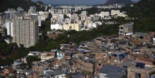 Brezilyalı doktor, Kovid-19 hastalarına müzikle moral veriyor