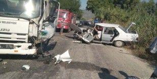 Çöp kamyonu Tofaş marka otomobili çöpe çevirdi