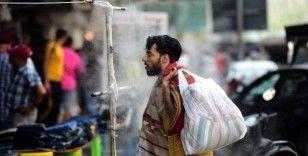 Irak'ta hava sıcaklığı 50C dereceyi buldu, halk sokaklara kurulan duşlarda serinlemeye çalıştı