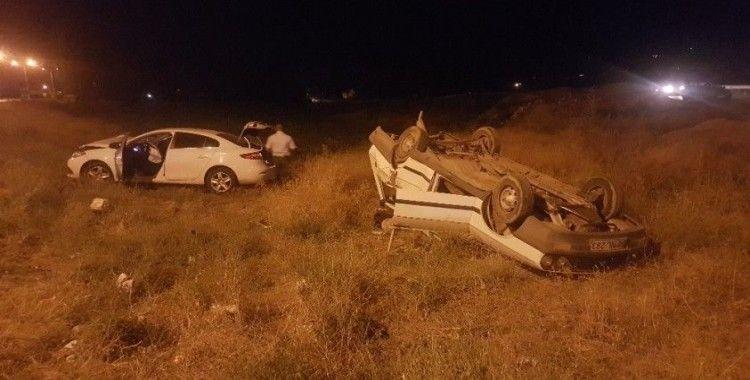 Sivas'ta iki otomobil çarpıştı: 8 yaralı