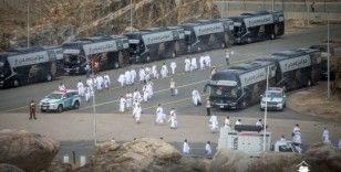 Hacı adayları Arafat'tan Müzdelife'ye hareket etti